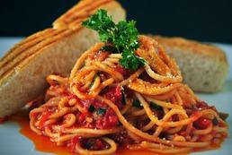 Spaghetti z tuńczykiem i pomidorami - przepis