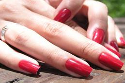 Czerwone paznokcie - jak uzyskać najlepszy efekt?