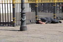 Jak pomagać bezdomnym?
