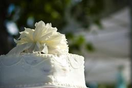Jak udekorować tort komunijny?
