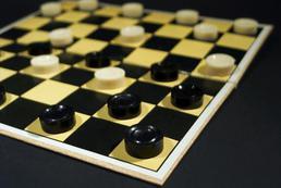 Jak grać w Warcaby? Zasady