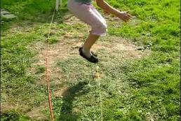 Jak grać w gumę do skakania?