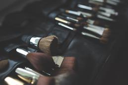 Szary makijaż oczu - krok po kroku