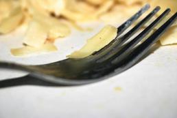 Sałatka z makaronem i sałatą lodową - przepis