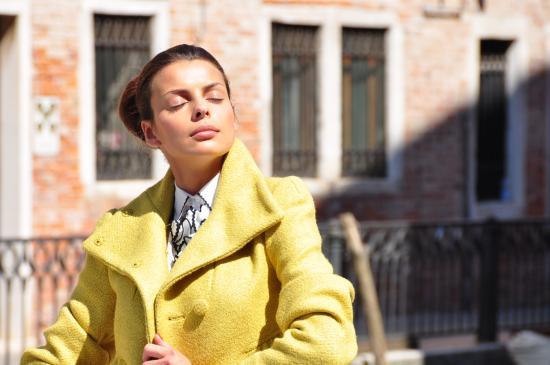 Jak być modną? Klasyka mody damskiej a nowe trendy