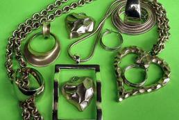 Jak przerobić starą biżuterię? Naszyjnik!