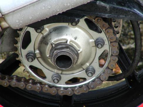 Czym, jak smarować łańcuch motocyklowy?