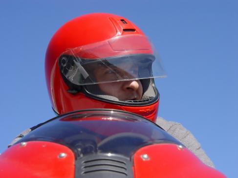 Jaki kask do okularów? Jazda w okularach na motocyklu