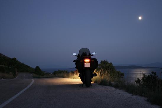Jazda motocyklem nocą