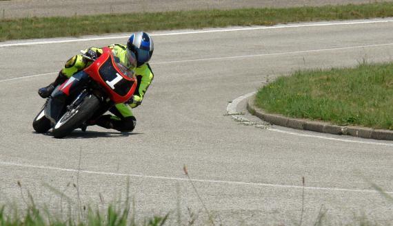 Jak pochylać motocykl w zakręcie?
