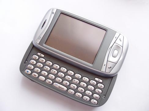 Telefon z wysuwaną klawiaturą - problem z ekranem