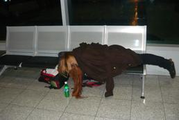 Czy można spać na lotnisku?