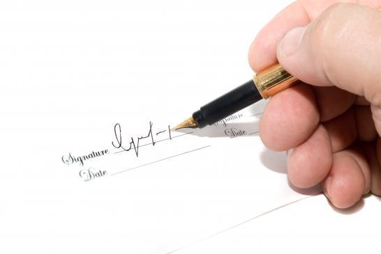Klauzule niedozwolone w umowach - co to jest, co zrobić?