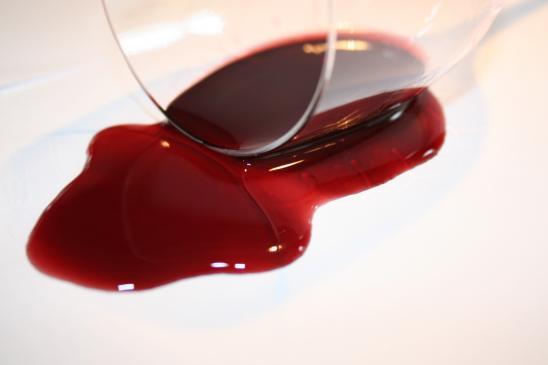 Jak wywabić plamy z wina?