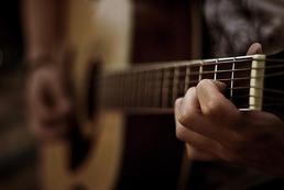 Gitara klasyczna a akustyczna - różnice
