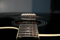 Jaką gitarę akustyczną wybrać?