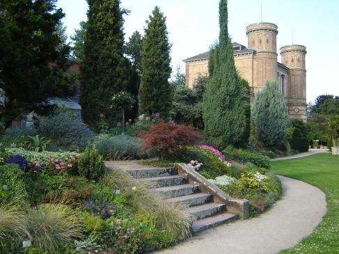 Jak zagospodarować skarpę w ogrodzie?
