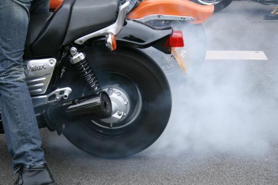 Jak wyczyścić i wyregulować gaźnik w motorze?