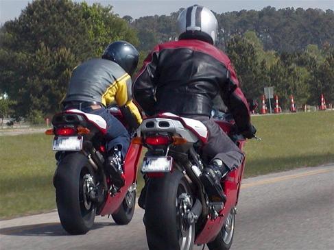 Jak wymienić akumulator w motocyklu?