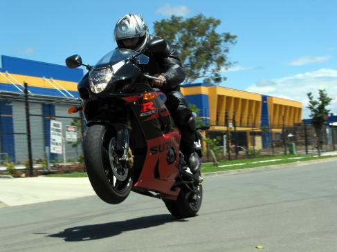 Jak pokonywać wzniesienia na motocyklu?
